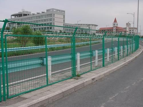 四川高速公路护栏网的立柱都有哪些种类?