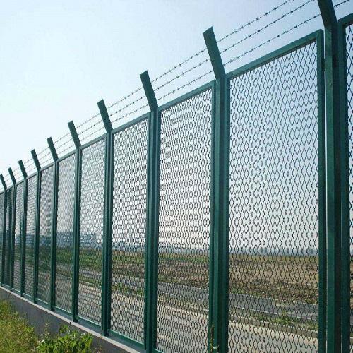 怎样去挑选比较好的四川护栏网呢?