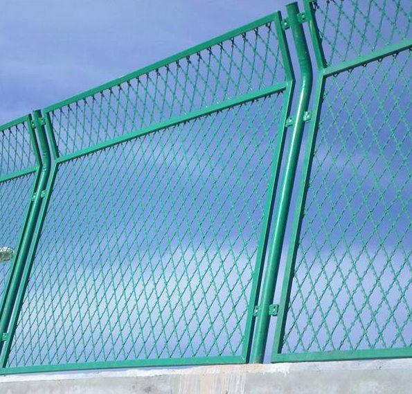 必看!四川护栏网安装的六大步骤!