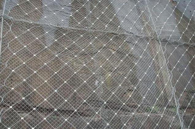 柔性边坡防护网使用时应注意哪些细节?