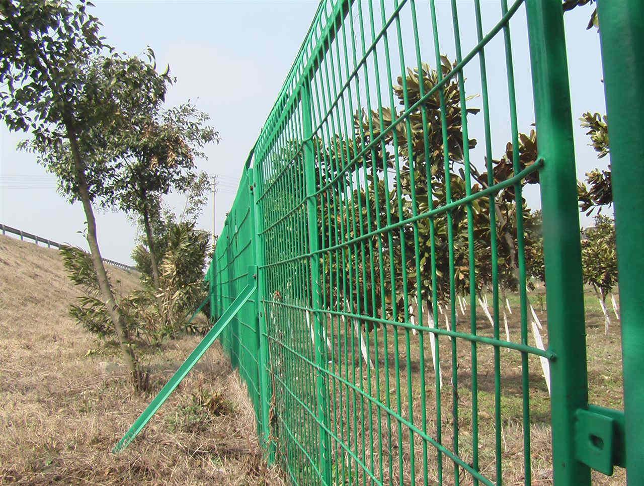 购买四川护栏网需注意的哪几个方面