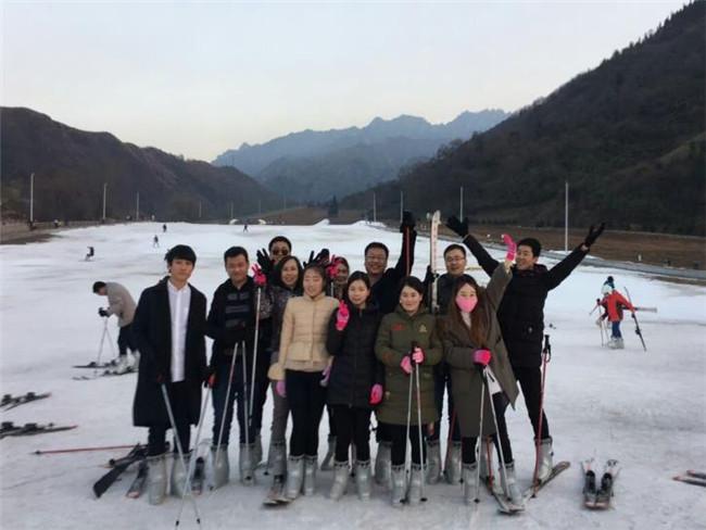 滑雪场合影