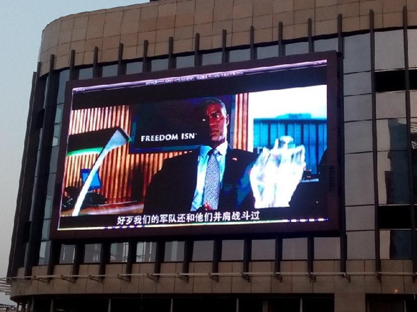 成都led显示屏案例—重庆晶彩城户外P10全彩显示屏