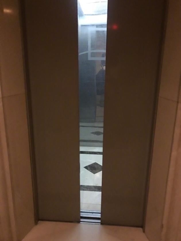 四川电梯门厂家