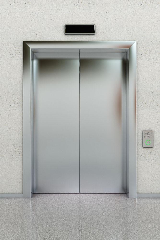 四川电梯门施工时打不开如何自救
