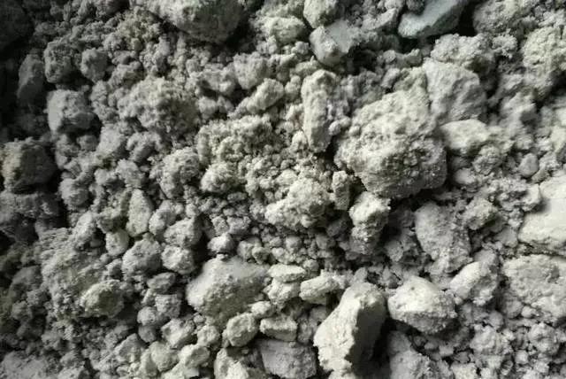 违规倒运126吨滤泥填埋垃圾,涉事企业被责令清运滤泥回厂区妥善存放