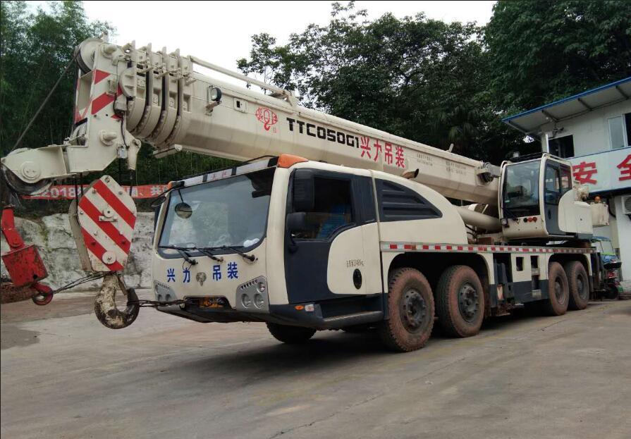 瀘州汽車吊車-50噸