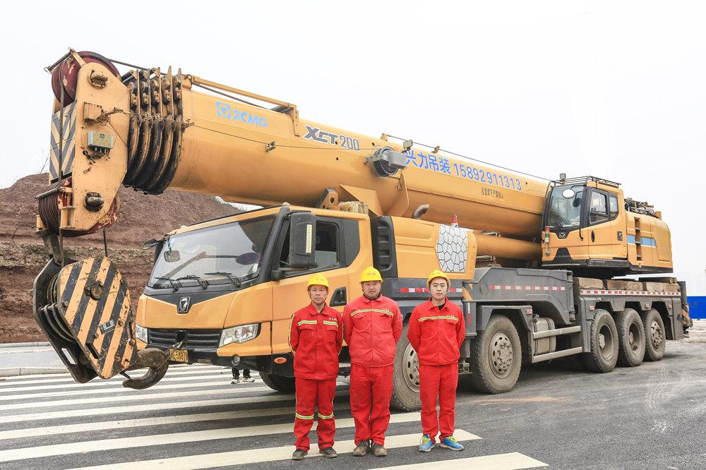 泸州吊车出租-200吨汽车吊