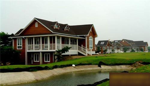 越来越多的人选择河南防腐木木屋别墅,那么你知道防腐木木屋别墅的分类吗?