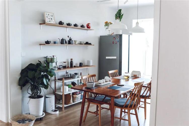 餐厅摆实木餐桌椅,用餐氛围精致情趣,生活过得有仪式!