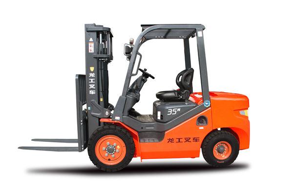 陕西龙运机械的小编跟你讲讲:如何正确操作叉车装卸?