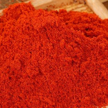 一勺勺的辣椒粉,就像是对火辣人生的憧憬,吃多会怎么样呢?