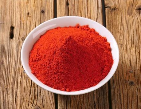 红彤彤的辣椒粉还是自己做更放心,辣度可以自由挑选,粗细也可选
