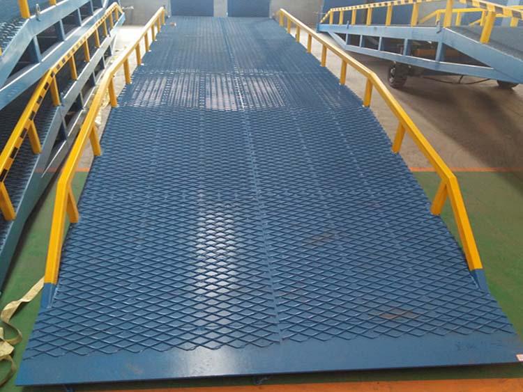 液压式移动登车桥