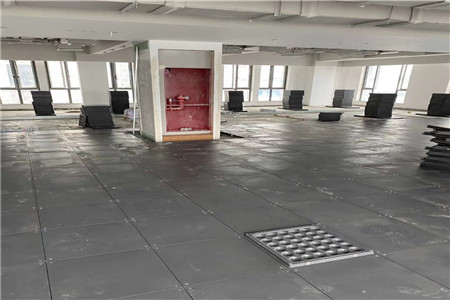 为甘肃警察职业学院提供机房地板施工服务