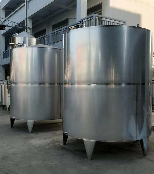 不锈钢储存罐安装