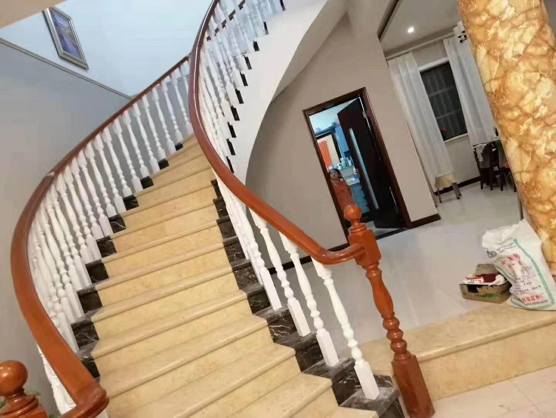 河南旋轉樓梯安裝