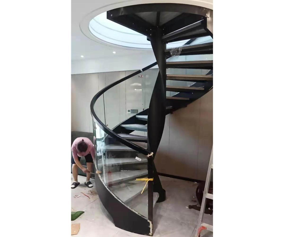 旋轉樓梯適合放在哪里呢?樓梯位置要考慮的三個方面