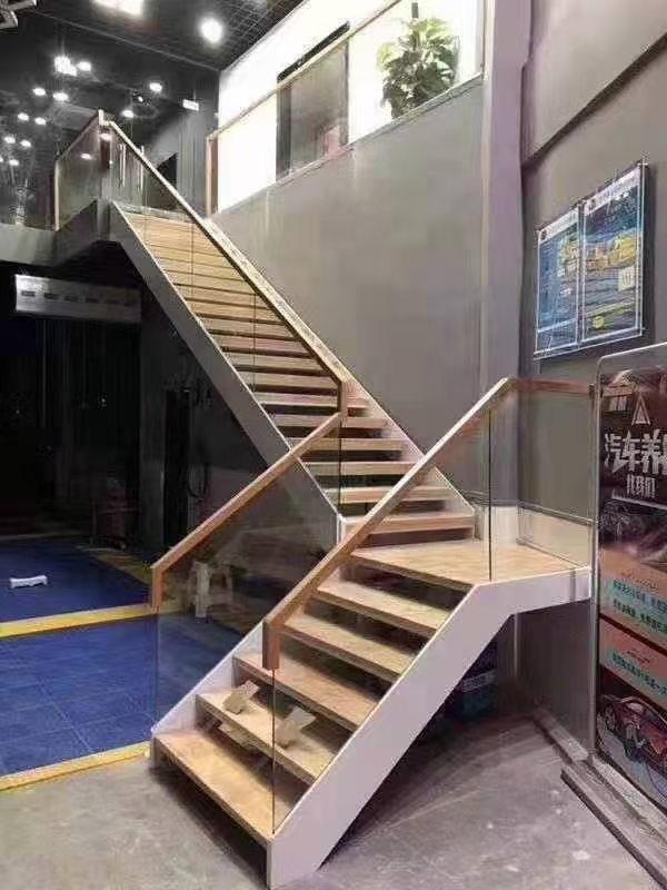 如何防止實木樓梯出現開裂現象?