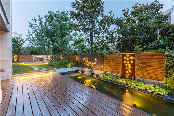 总结三种提升小庭院景观的简易设计技巧: