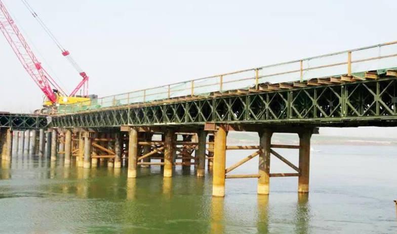 深基坑挖土临时四川钢栈桥施工工法