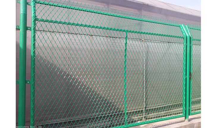 为什么高速公路的护栏网也那么容易损坏呢?