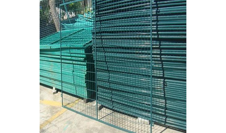 钢丝护栏网和铁丝护栏网除了名字上的不同,还有哪些不同之处呢?