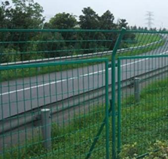 注意了!!公路护栏网的安装方法有这么多