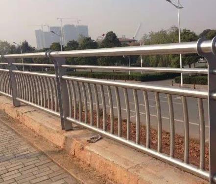 铁路护栏网尺寸规格和制作工艺详细说明