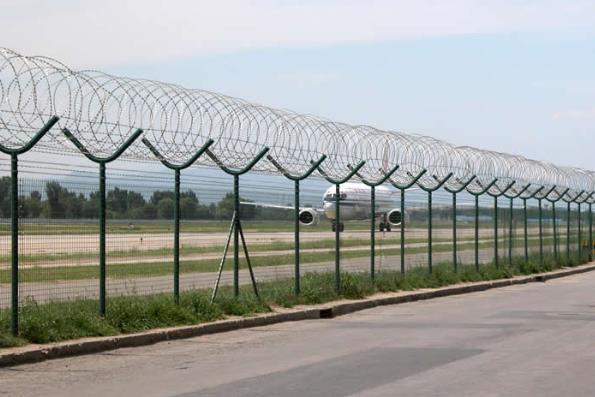 机场的护栏网和我们常见的护栏网相同吗?应该怎样安装呢?