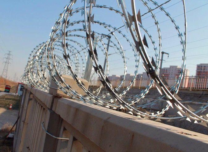 带刺钢丝护栏网的结构形式有哪些你知道吗?