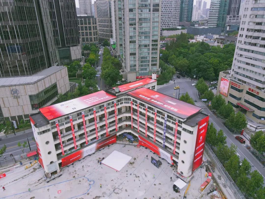 7600吨百年建筑,整体旋转平移61.7米!