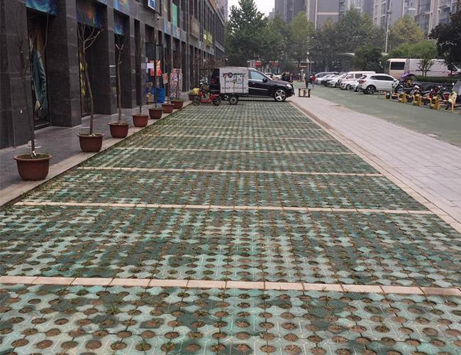 西安草坪砖施工