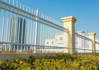 我们常见的锌钢护栏真的不生锈吗?