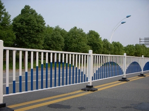 西安护栏厂家解析高速公路各种护栏的导向性能