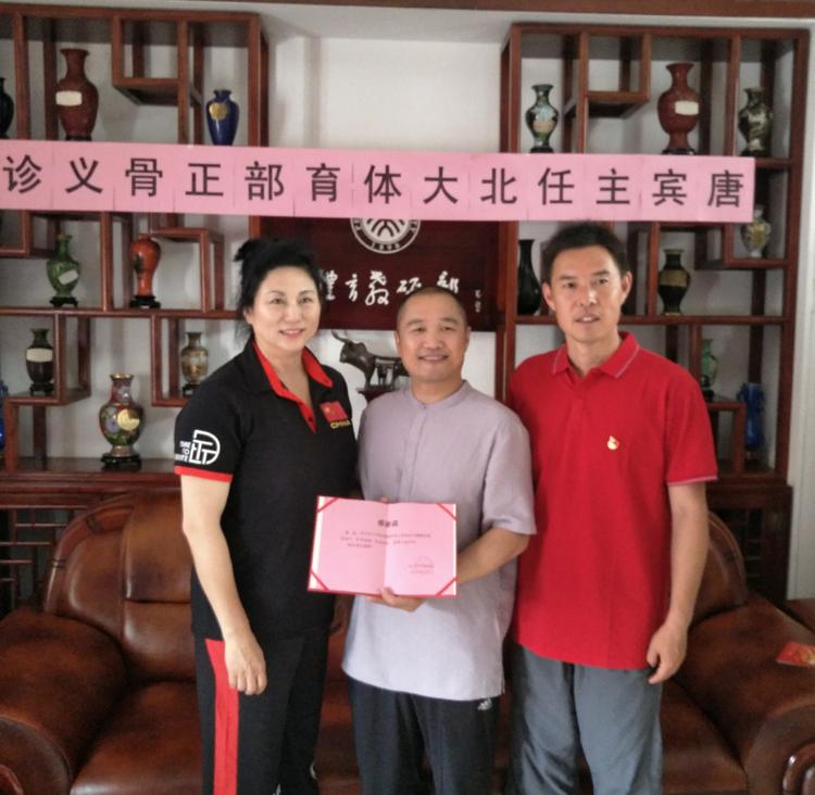 恒道脊椎病研究所所长唐宾在北京大学体育教研部进行正骨技法与健康交流活动