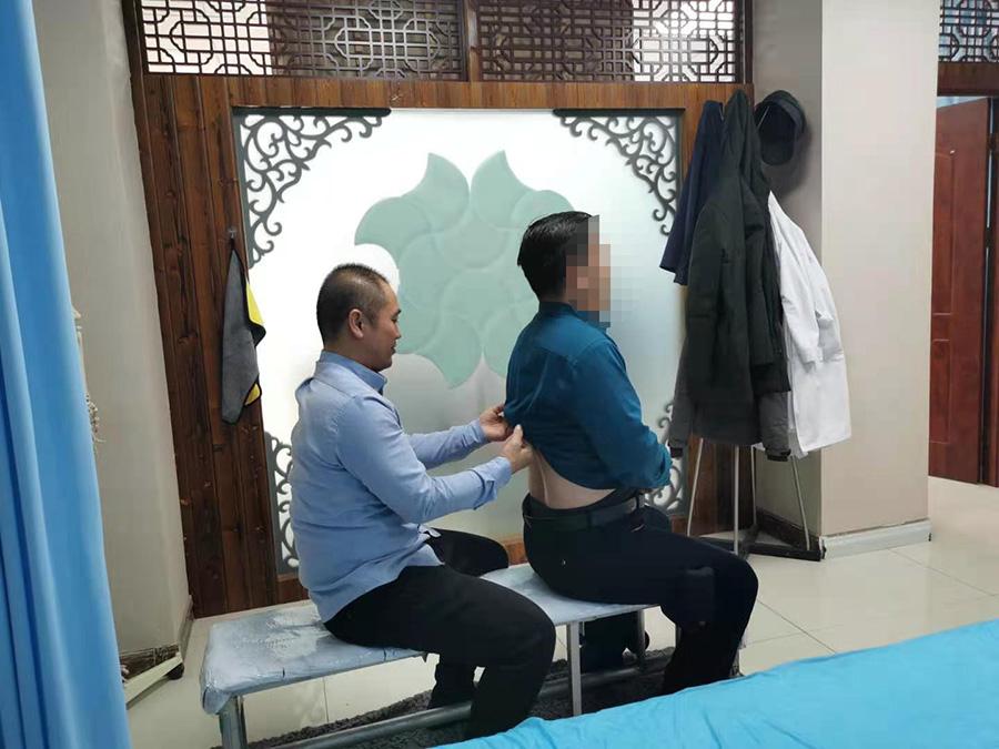 张先生,48岁,腰部疼痛