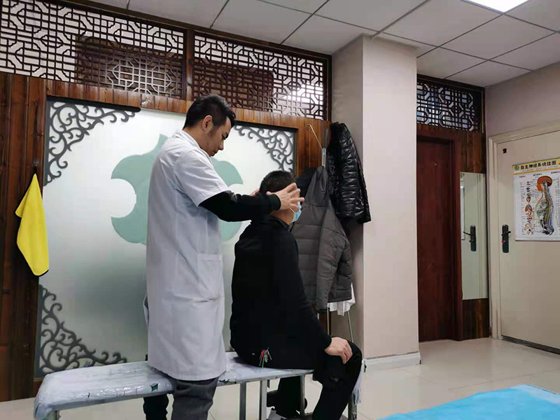 党先生,54岁,颈部僵硬酸困疼痛