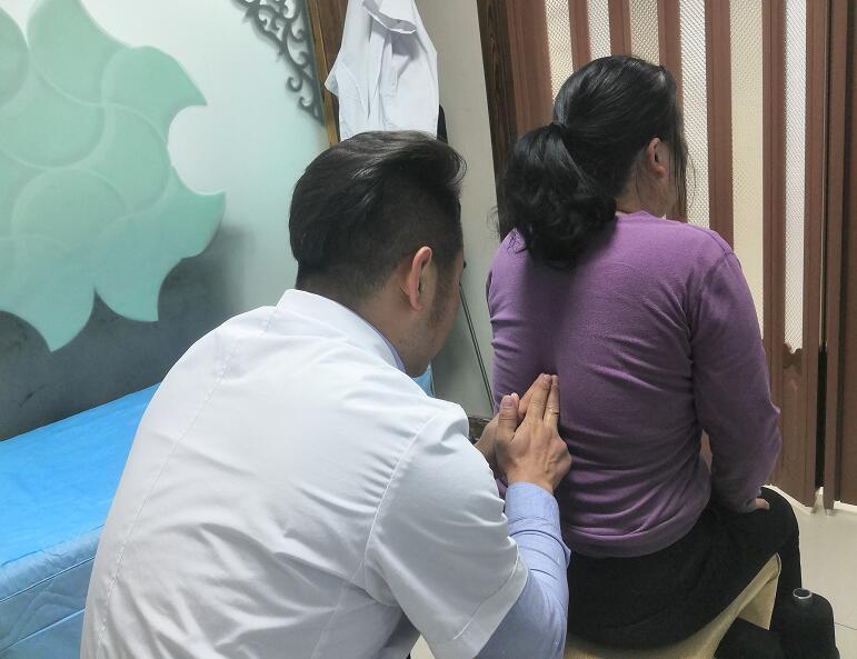 谢女士 57岁 病症:腰椎第二节错位,骶髂关节错位