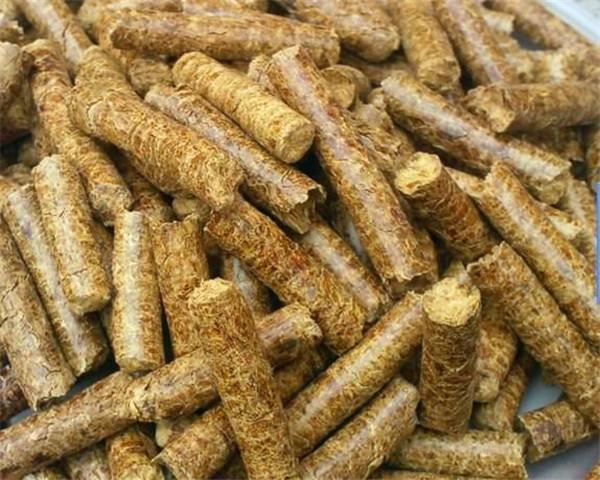 如今农作物秸秆废物利用成为了秸秆燃料颗粒
