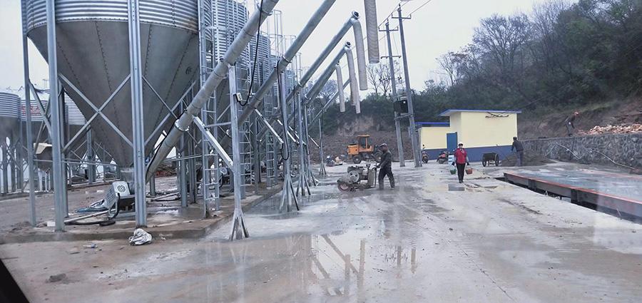 水泥厂钢混地磅安装完成,投入使用