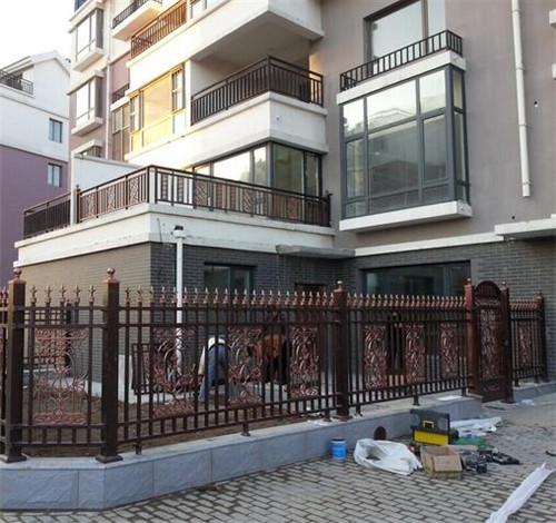 【家装攻略】 阳台护栏装修要注意什么?阳台护栏装修怎样才规范