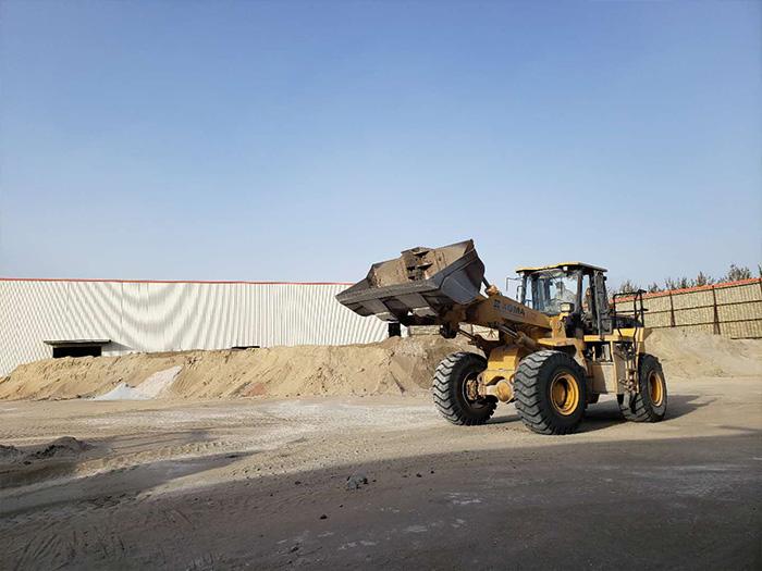 宁夏高炉矿渣微粉挖机设备运行中