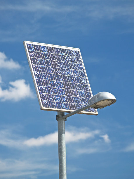 成都太阳能路灯和普通路灯的区别