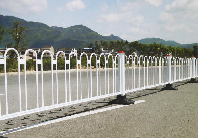 教您一招快速解决高速公路护栏网的生锈问题!