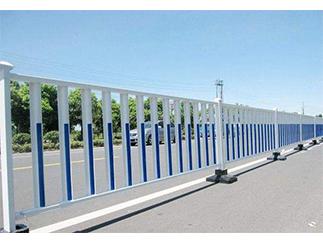 白蓝相间颜色护栏