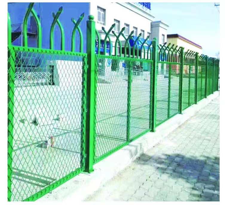 防爬钢板网护栏