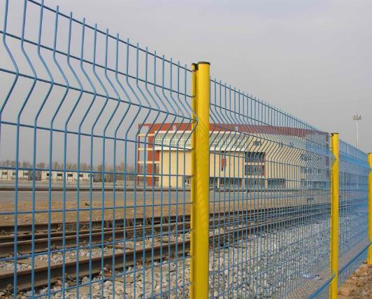 了解一下护栏网界的新产品——桃型柱护栏网
