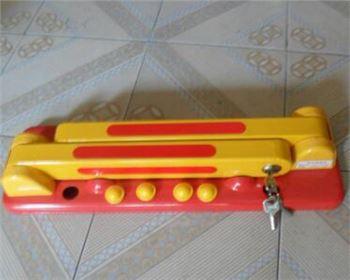 加固定型车位锁