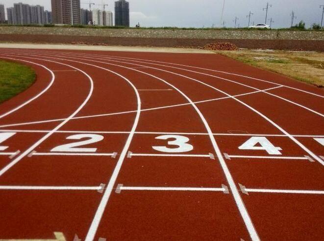 學校、小區運動場為什么要選擇安康塑膠跑道施工?